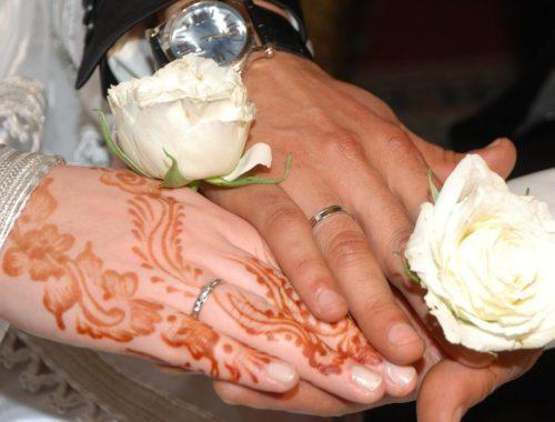 mains de mariés marocains